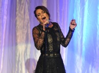 lea-michele-singing-2