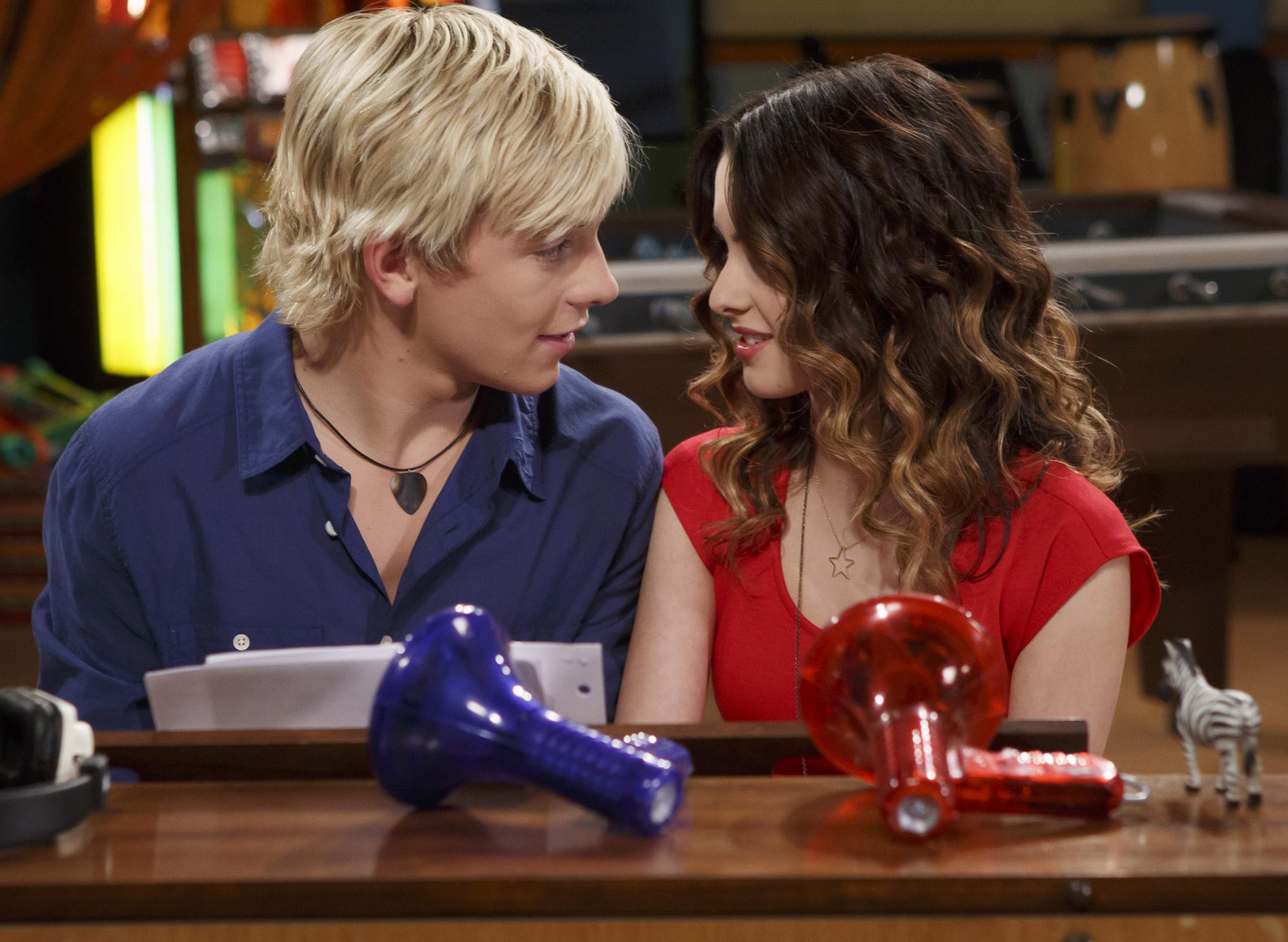 Who is laura from austin and ally dating