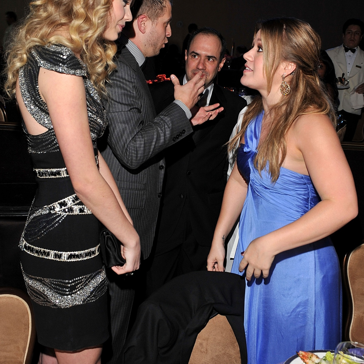 10 Photos of Taylor Swift Towering Over Other Stars - J-14