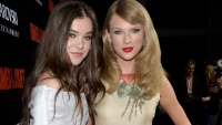 taylor-swift-and-hailee-steinfeld