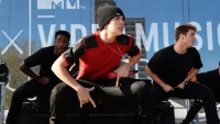 austin-mahone-funny-stage-face-1