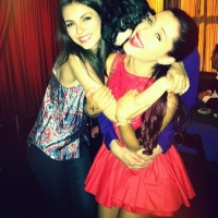 ariana-grande-and-victoria-justice-friends