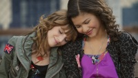 bella-thorne-zendaya-shake-it-up-1