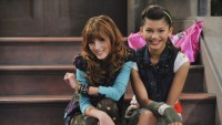 bella-thorne-zendaya-shake-it-up-7