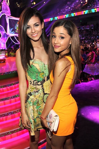 kids-choice-awards-2014-ariana-grande-victoria-justice-reunion