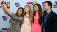 girl-meets-world-selfie-rdmas