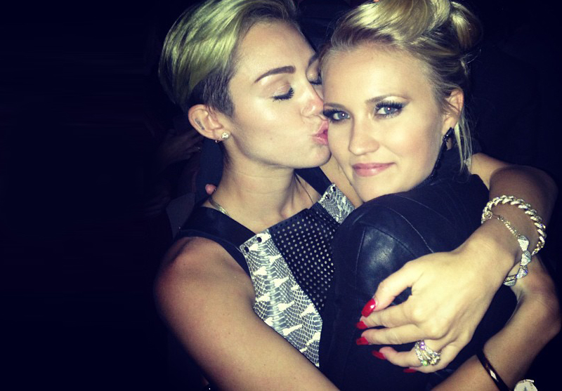 miley-cyrus-and-emily-osment-2