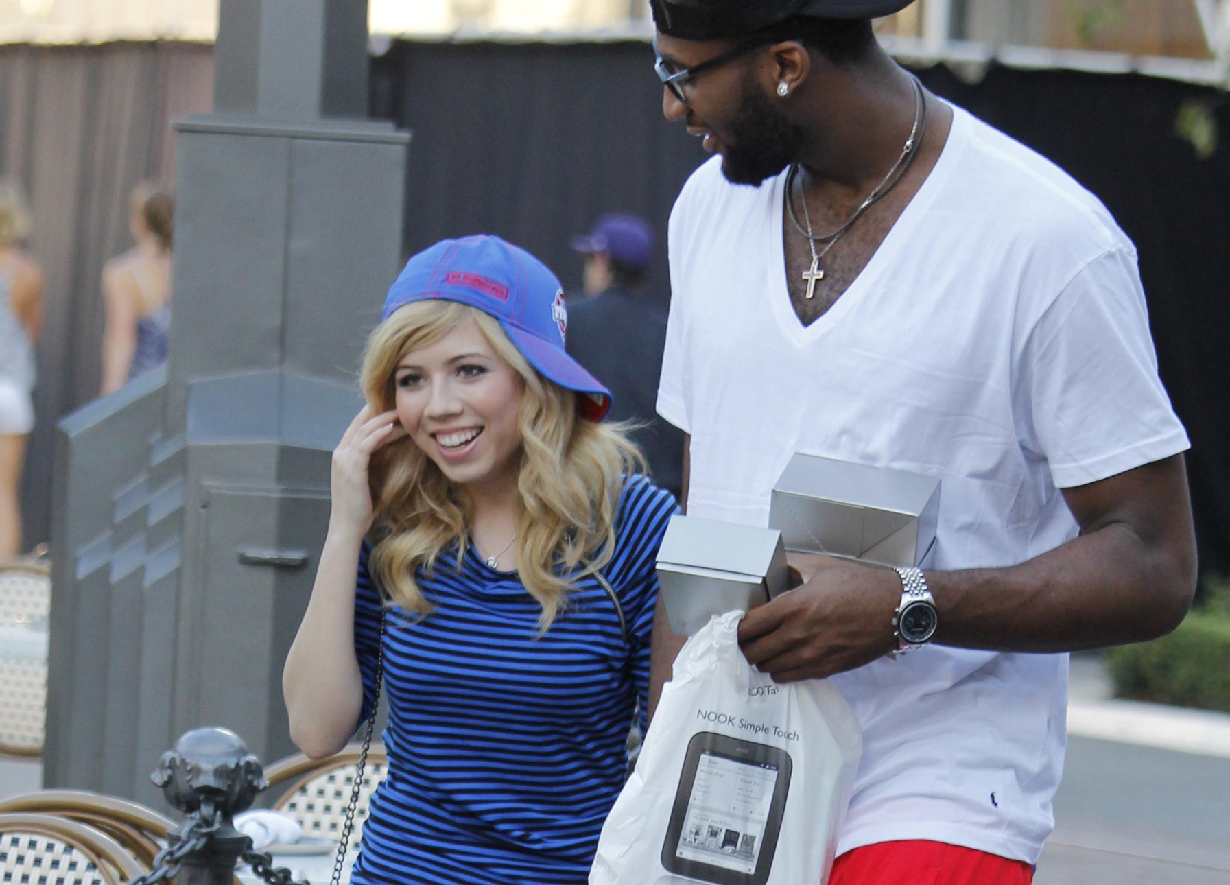 iCarly Star dating NBA Wat is hook up in het bewerken van