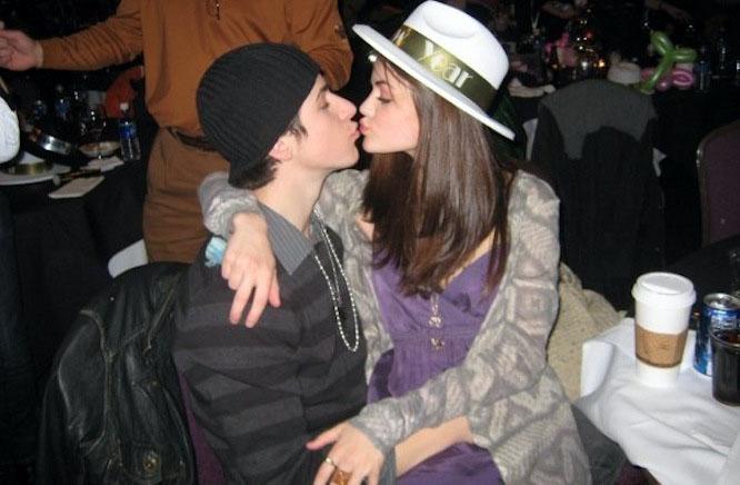 Selena dating David Henrie Speed Dating im Dunkeln