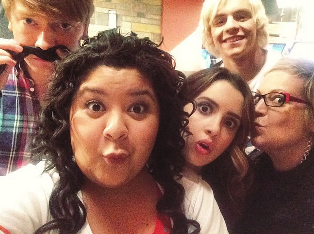 ross-lynch-smile-austin-and-ally-co-stars