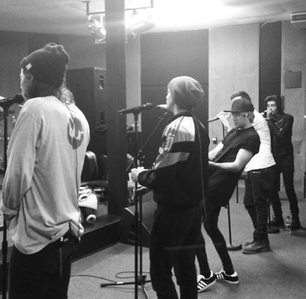 one direction on the road again practice
