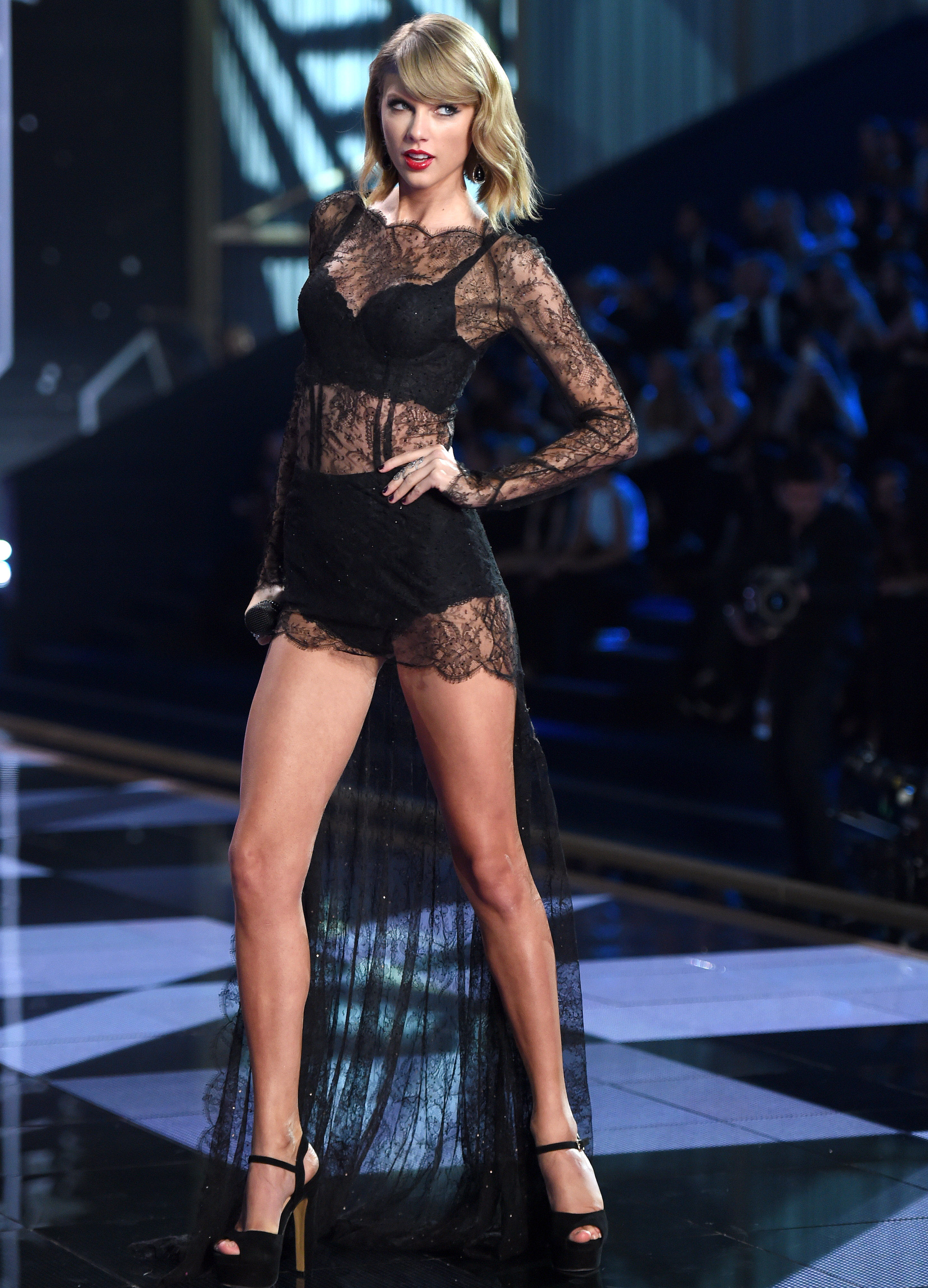 Taylor Swift S Legs Are Not Insured For 40 Million