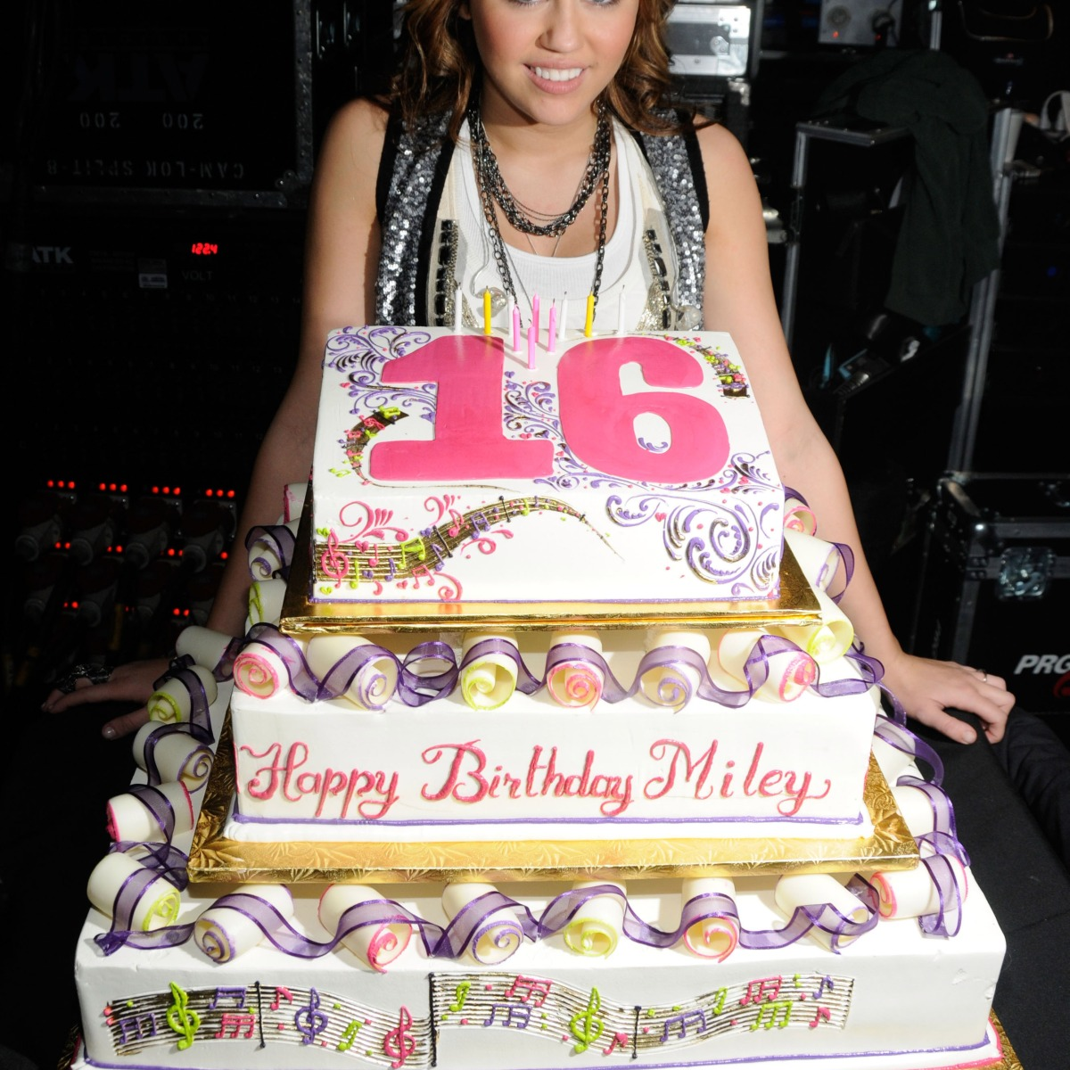 12 Insane Cakes Your Favorite Stars Had For Their 16th Birthdays