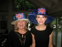 taylor-swift-andrea-swift-british-hat