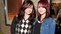 kathryn-and-megan-prescott-twins-11