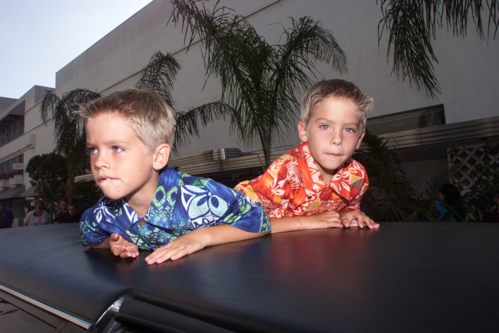 dylan-and-cole-sprouse-throwback-7
