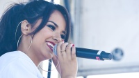 becky-g-singing-to-bieber