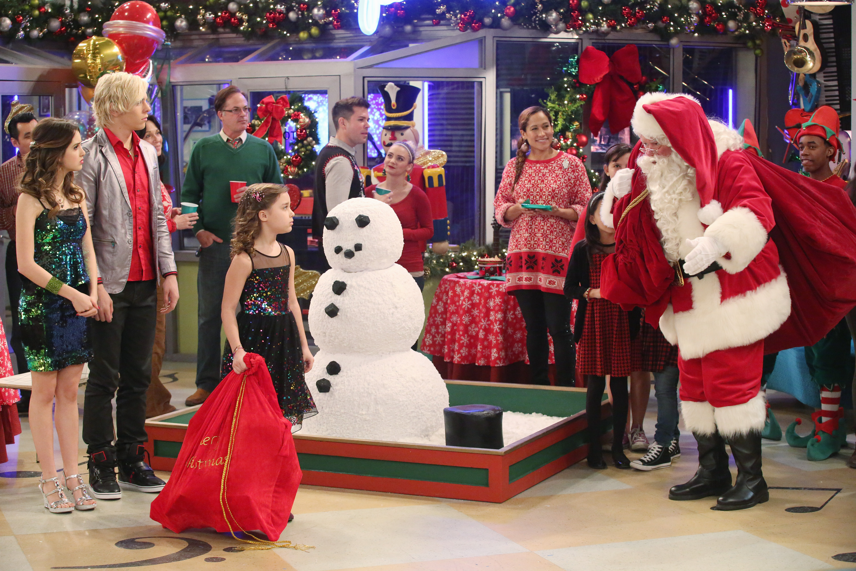 austin-and-ally-santas-and-surprises