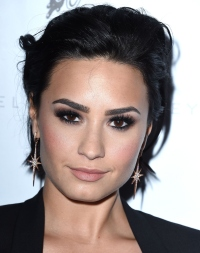 demi-lovato-gapped-tooth