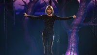 taylor-swift-grammys-out-of-the-woods
