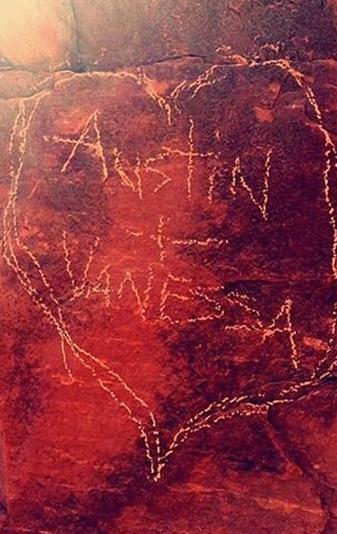 vanessa hudgens austin butler sedona rock graffiti