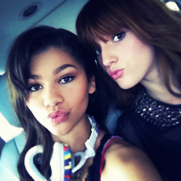 zendaya-bella-thorne-throwback