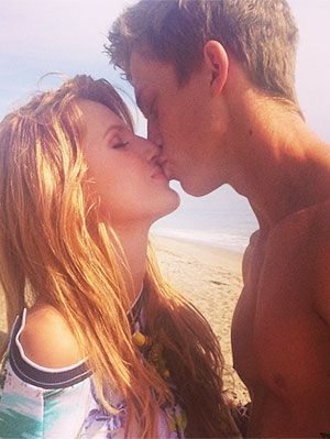 bella-thorne-tristan-klier-kiss