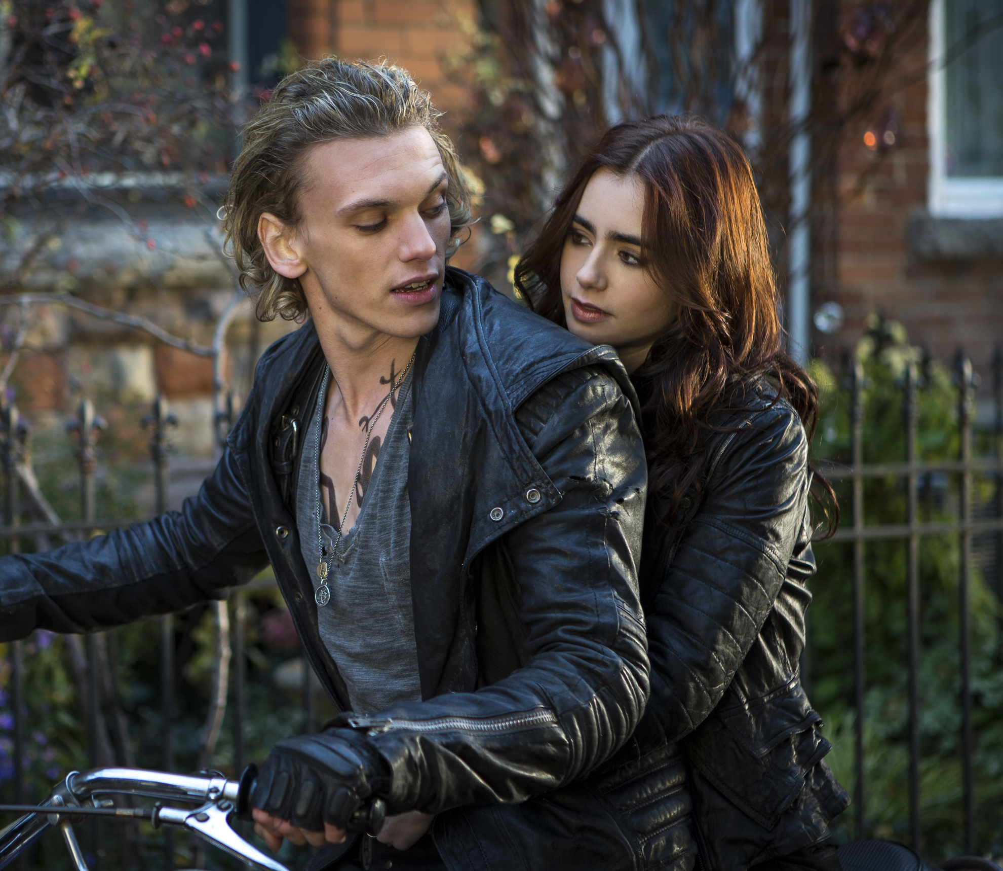 mortal-instruments-lily-collins-jamie-campbell-bower