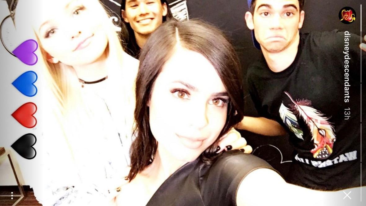 descendants cast selfie 2