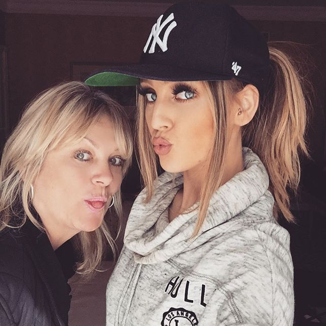 perrie-edwards-mom-debbie