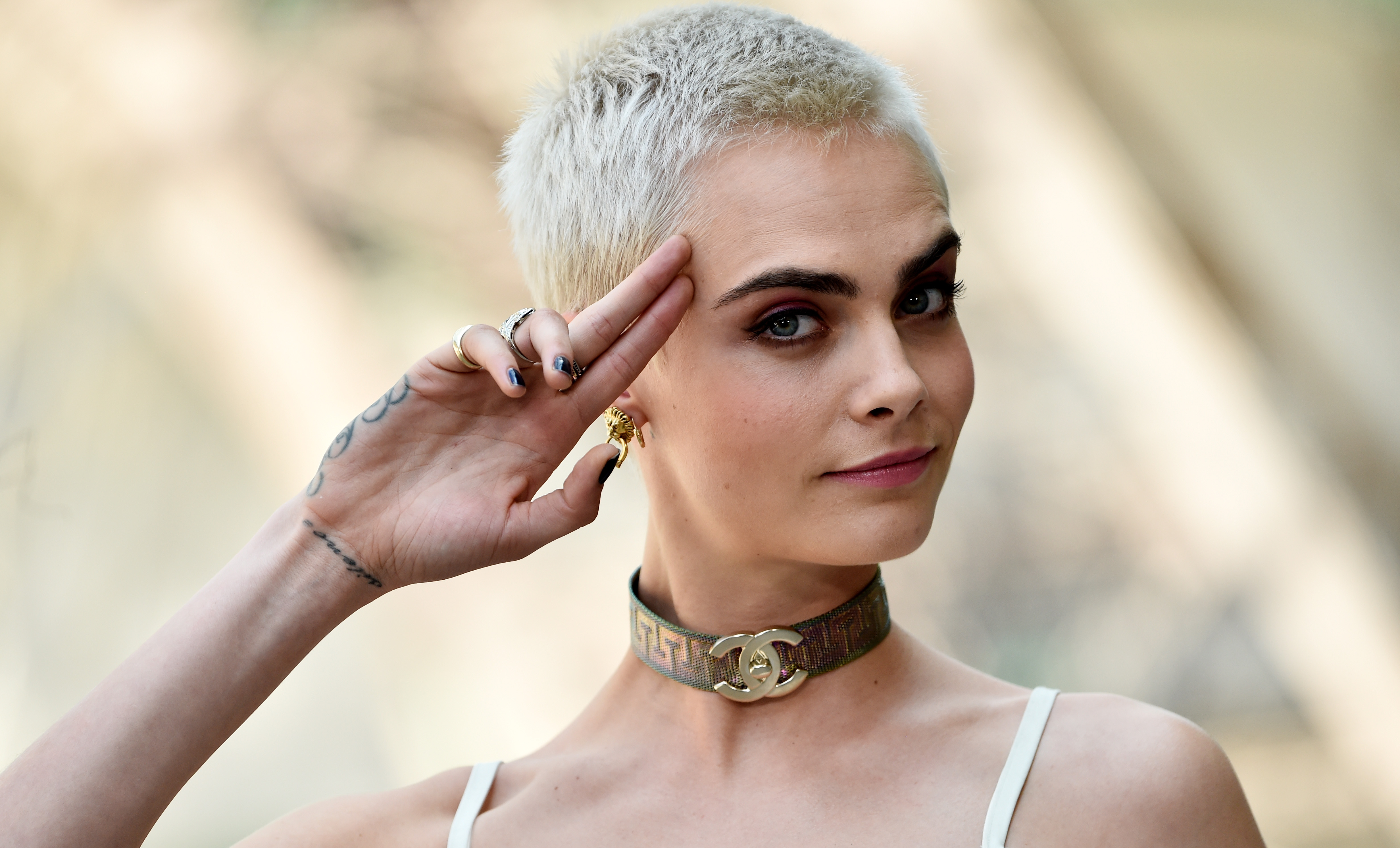 cara-delevingne-shaved-head