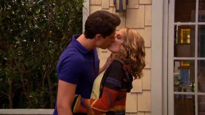 good-luck-charlie-teddy-spencer-kiss