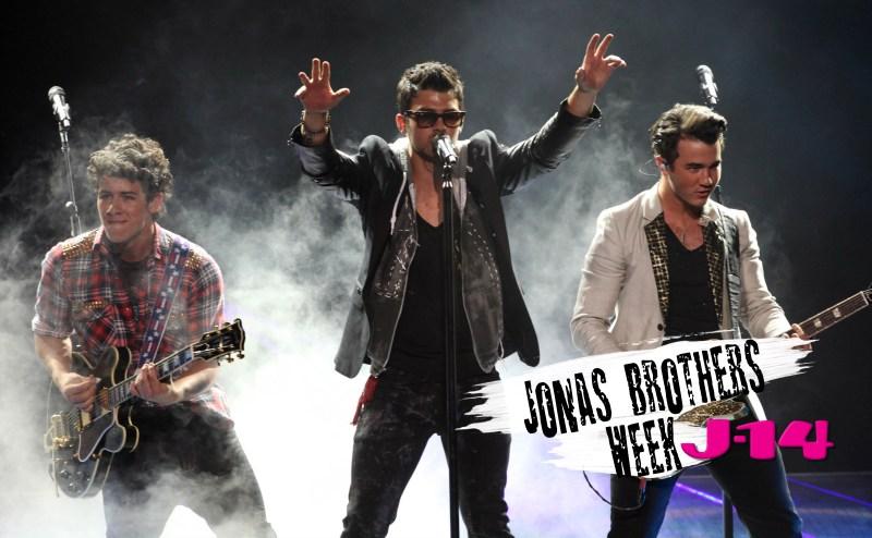 jonas-brothers-stage