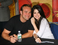 selena-gomez-david-deluise-wizards-of-waverly-place