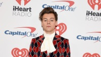 haryy-styles-bold-suit