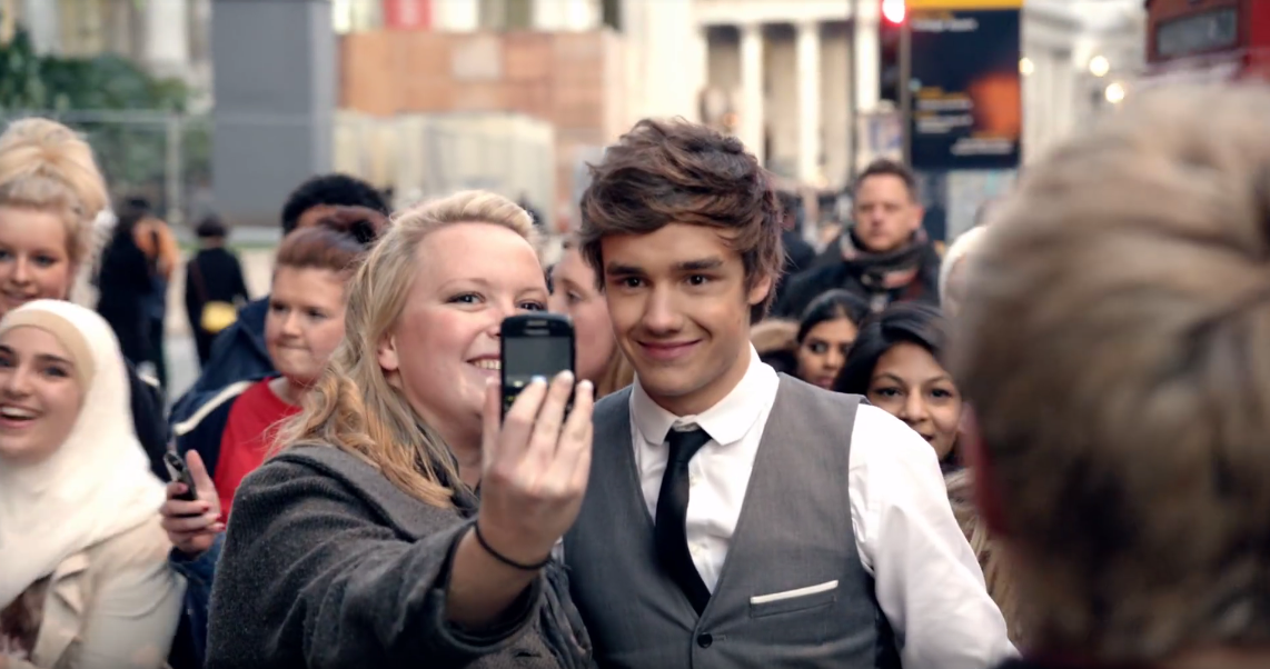 liam one thing selfie