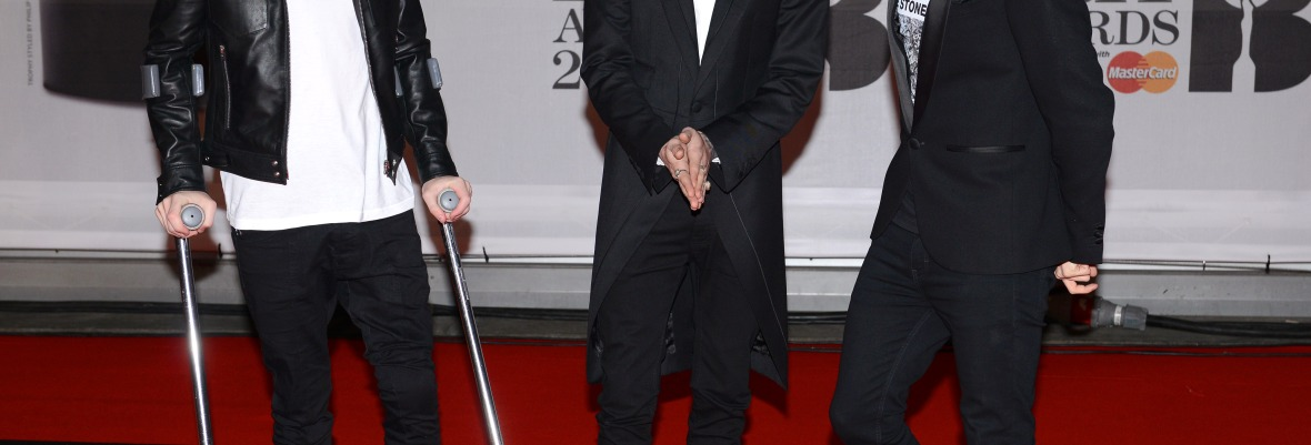 niall horan crutches brit awards