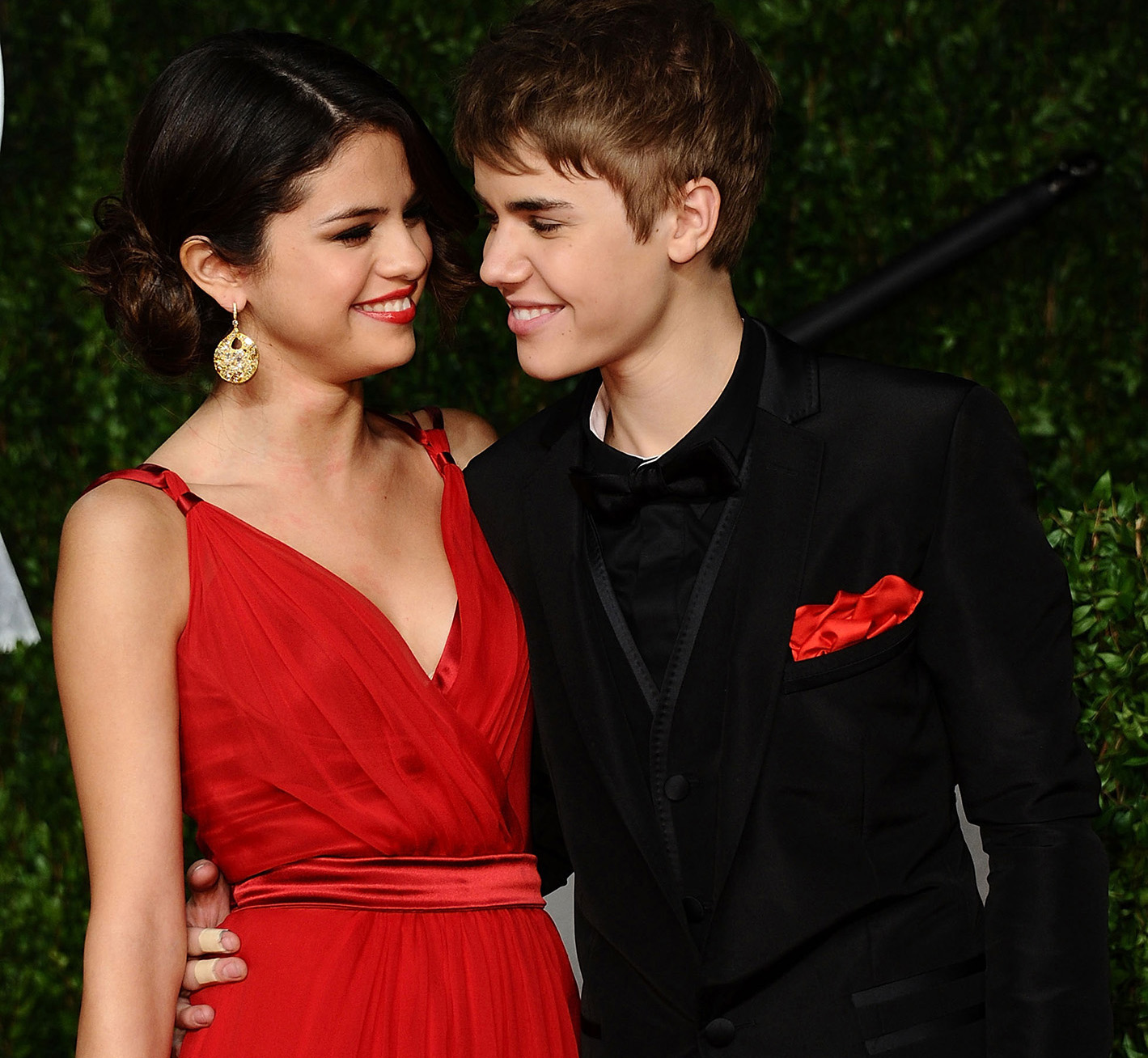 Is justin bieber dating selena gomez yes or no