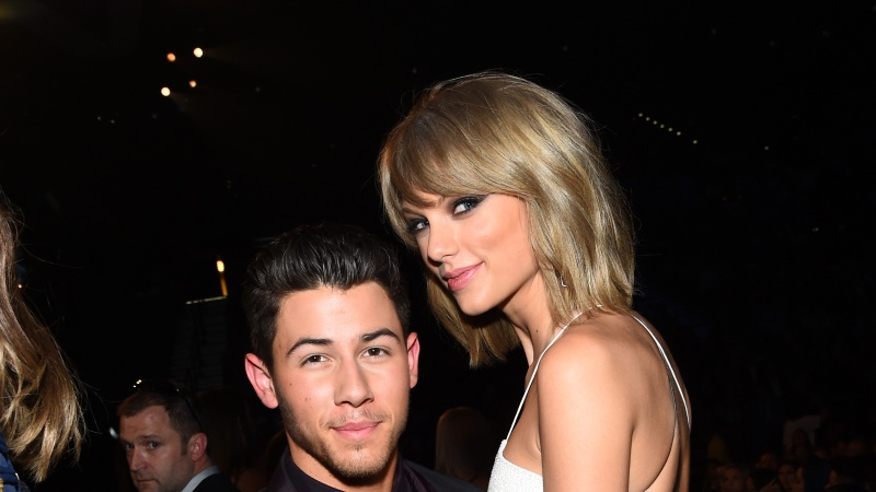 How Tall Is Nick Jonas See Celebs Towering Over The Singer