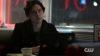 season-1-episode-1-the-river-s-edge-jughead-writing