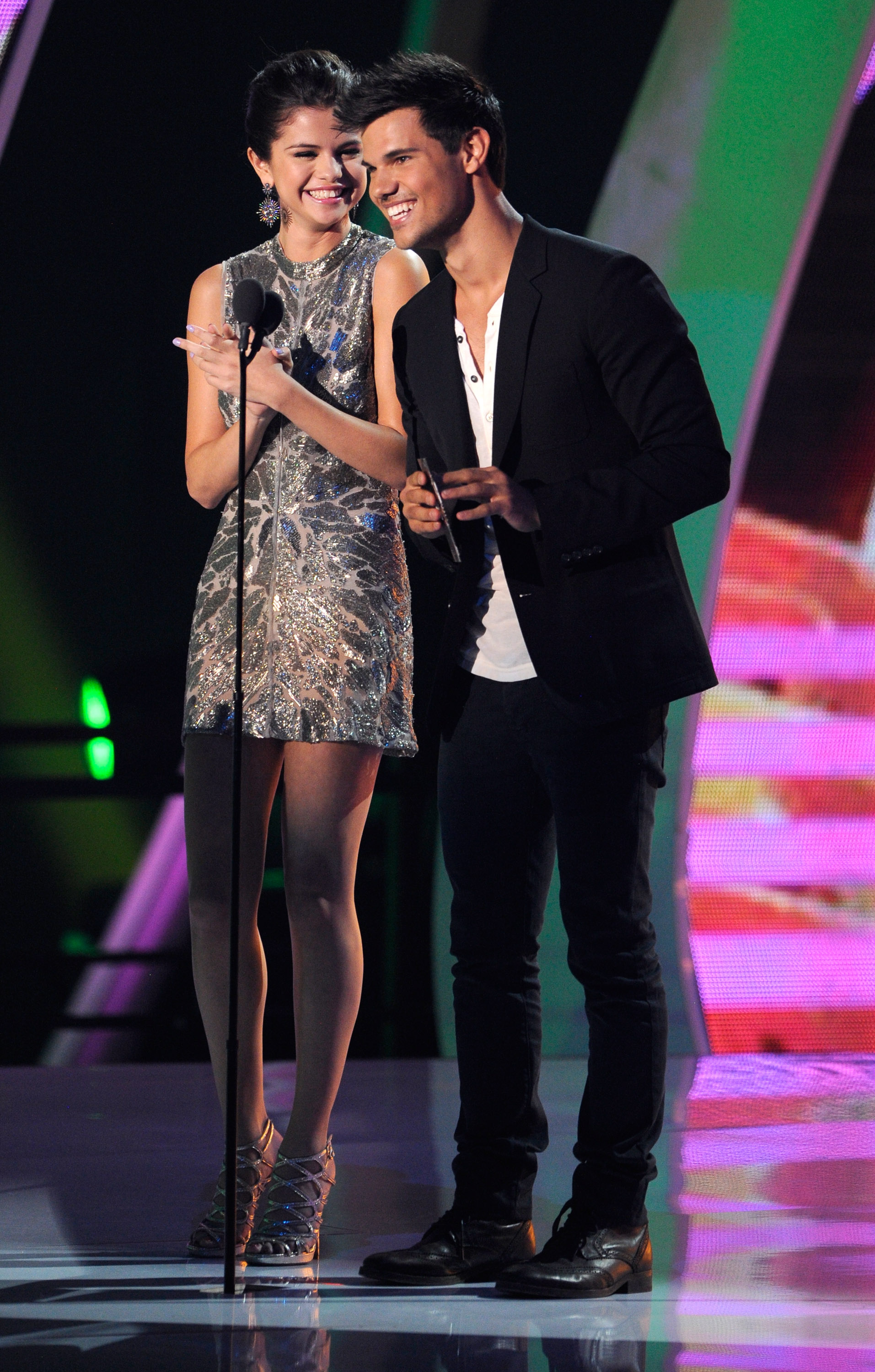 How long were taylor lautner and selena gomez dating