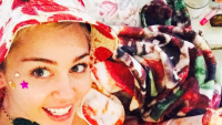 miley-cyrus-pizza-outfit