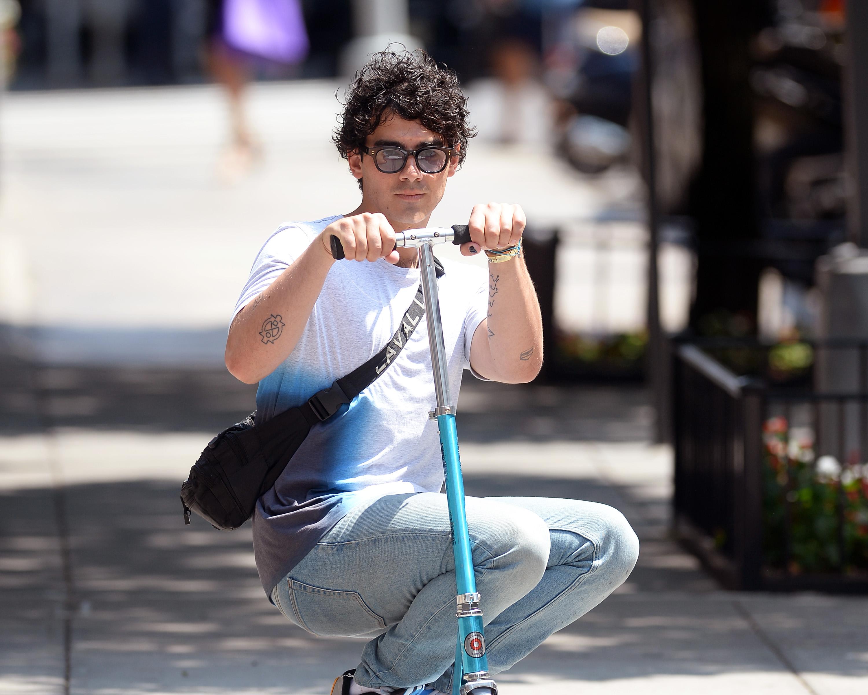 joe-jonas-scooter