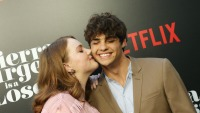 shannon-purser-and-noah-centineo-kissing