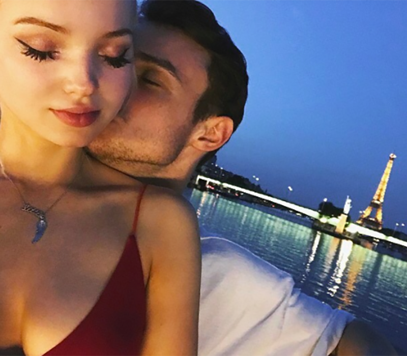 is dove cameron dating harry from descendants