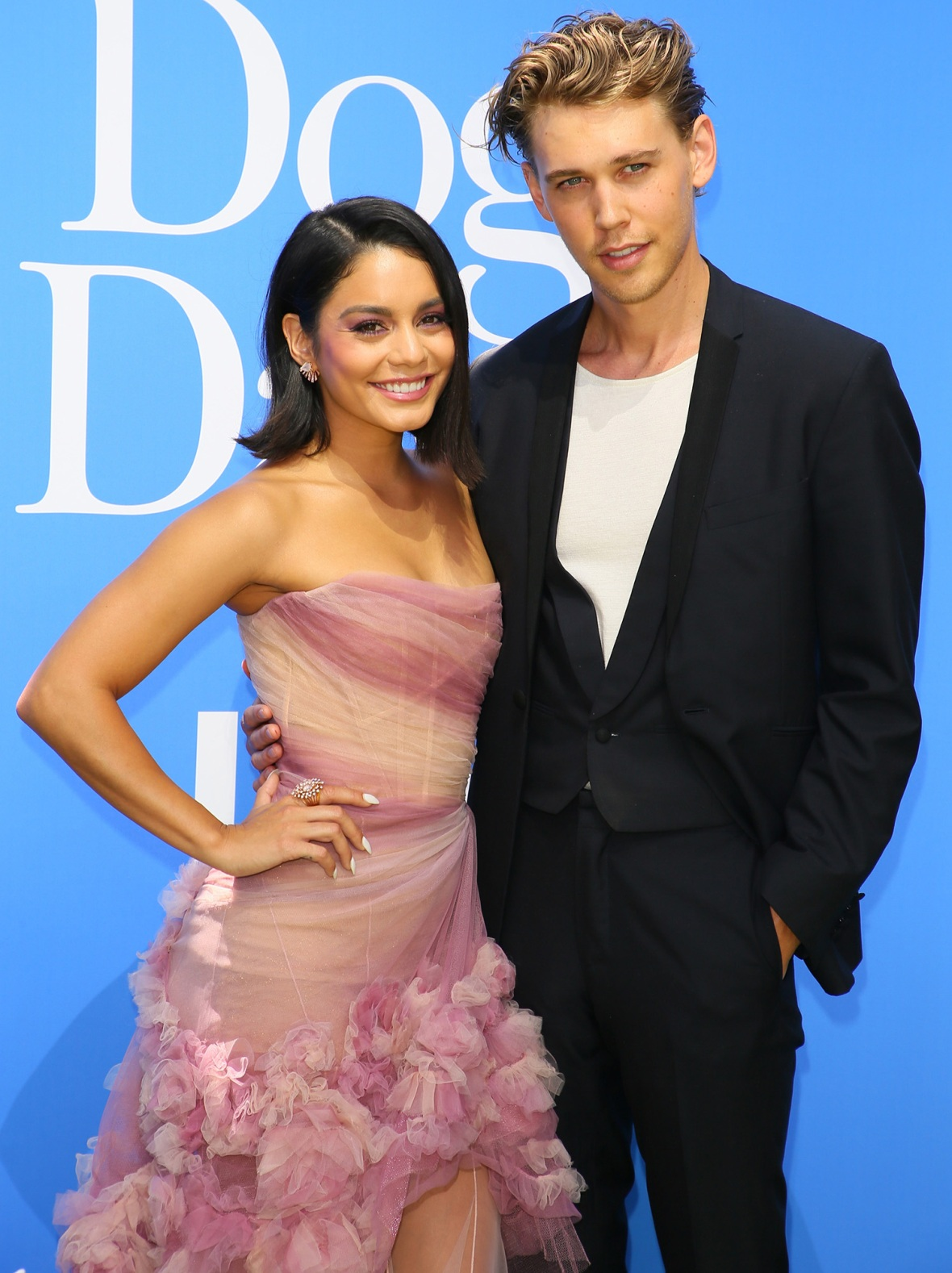 How long has vanessa and austin been dating