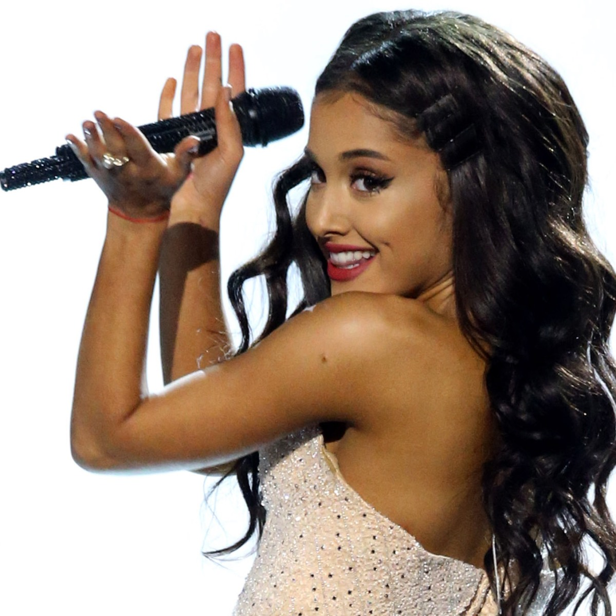 Ariana Grande Hair Down See The Singer Without Her Ponytail