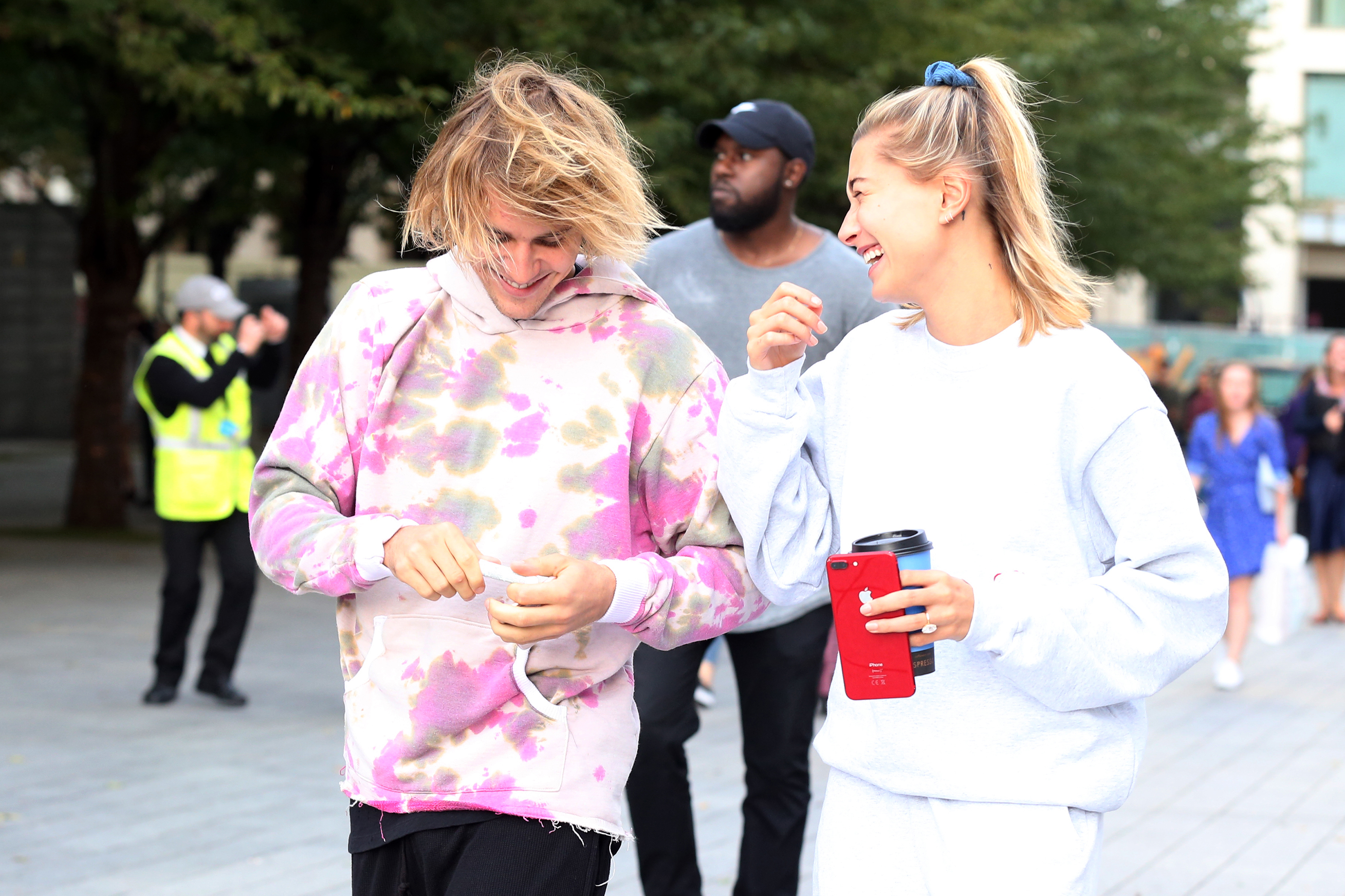 justin-hailey-laughing