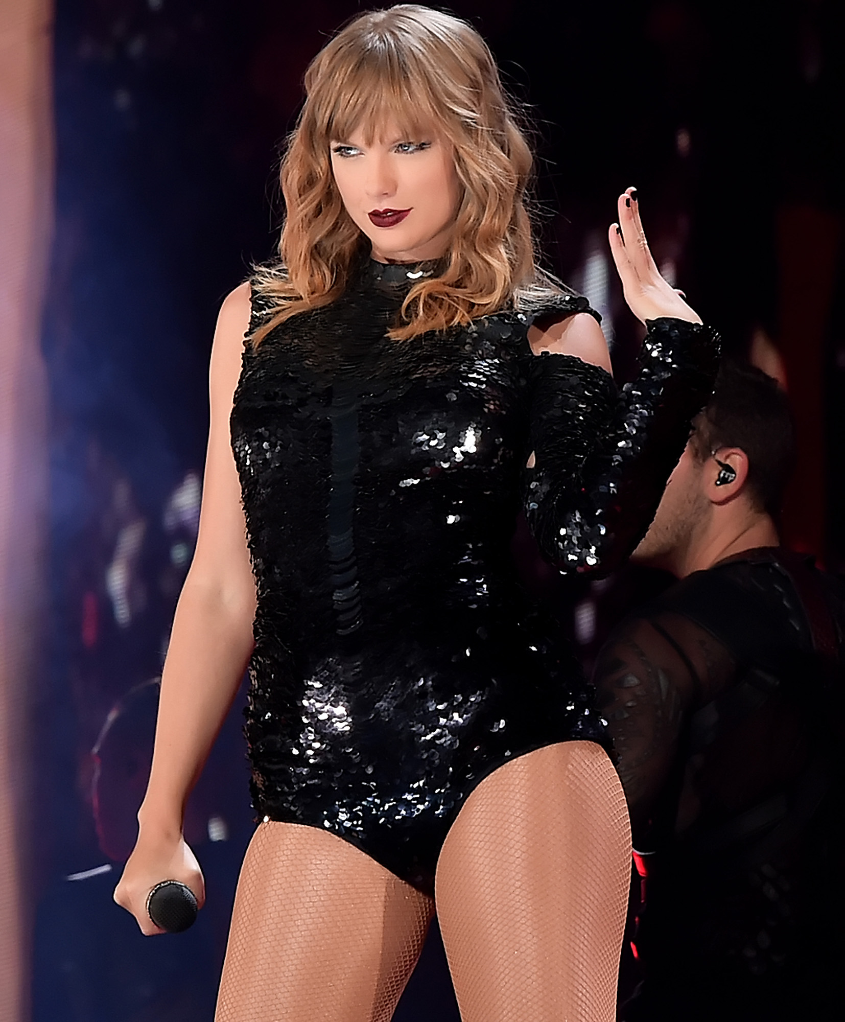taylor-swift-performing