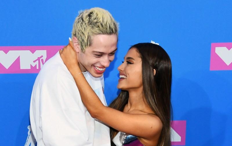 Ariana-Grande-and-Pete-Davidson